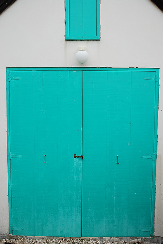 Turquoise Door 1-photo by Jason Williamson, found on Flickr